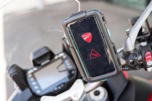 Ducati apresenta tecnologia de comunicação carro para moto thumbnail