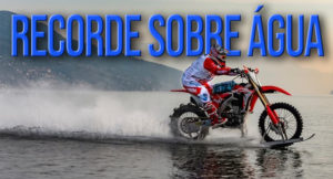 Luca Colombo bate recorde de velocidade em moto sobre a água thumbnail