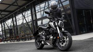 7 coisas que não deve fazer ao comprar uma moto thumbnail