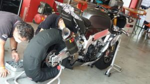 Aprilia Tuono V4: asas de MotoGP para bater a Ducati Streetfighter V4 thumbnail