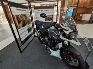 Triumph expõe no MAR Shopping Algarve thumbnail