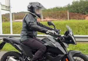 Indústria – Uma nova KTM 390 foi vista em testes na Malásia thumbnail