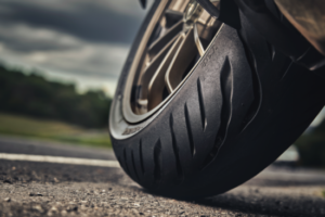 Equipamento – Novos Bridgestone Battlax T32/T32 GT para piso molhado thumbnail