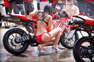 Faça você mesmo: 10 Passos para lavar bem a sua moto? thumbnail