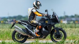 KTM 1290 Super Adventure 2021 'flagrada' em testes thumbnail