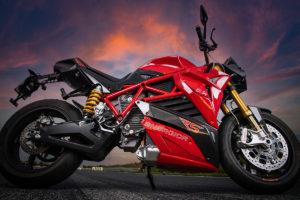 Energica RS: de 0 a 100 km/h em apenas 2,6 segundos thumbnail