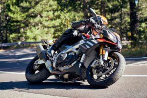 Pirelli revela novos pneus desportivos Diablo Rosso IV thumbnail
