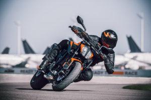 KTM 890 Duke 2021 – A naked austríaca quer o trono! thumbnail