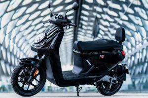 Elétrica NIU MQi GT, uma scooter conectada com a cidade thumbnail