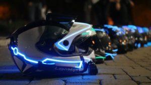 Holanda quer proibir uso de luzes em roupas e capacetes thumbnail