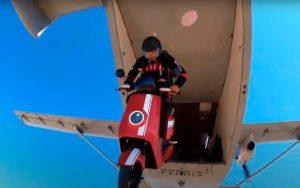 Insólito – Salto no vazio com uma scooter elétrica! thumbnail