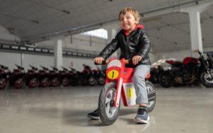 MV Agusta: Moto de equilíbrio em madeira para crianças thumbnail