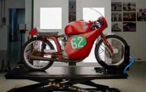 História: Uma raridade em restauro na MV Agusta, a moto de Hailwood thumbnail