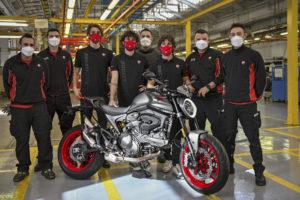 Pilotos de MotoGP apresentam a nova Monster da Ducati thumbnail