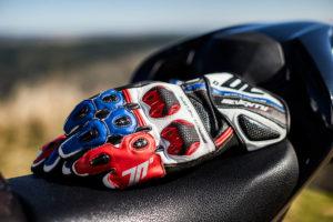 Espanha – Obrigação do uso de luvas na moto! thumbnail