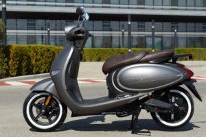 Wayel W3: Uma e-scooter clássica moderna como uma 125 thumbnail