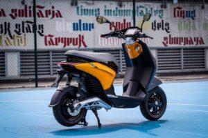 Piaggio ONE: Uma e-scooter urbana, jovem e eletrizante! thumbnail