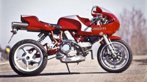 Históricas: Leiloada a penúltima Ducati 900 'Hailwood Réplica' thumbnail