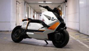 BMW Definition CE 04: Apanhada em testes a nova scooter elétrica thumbnail