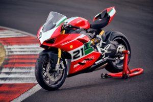 Ducati Panigale V2 Bayliss 1st Championship 20th Anniversary thumbnail