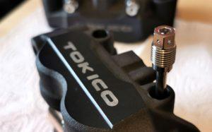 Manutenção da travagem: Verificação e substituição das pinças thumbnail
