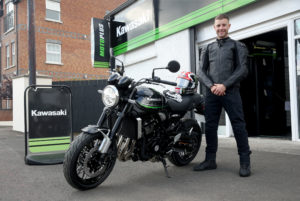 Rea escolhe uma 'retro' como primeira moto de estrada thumbnail